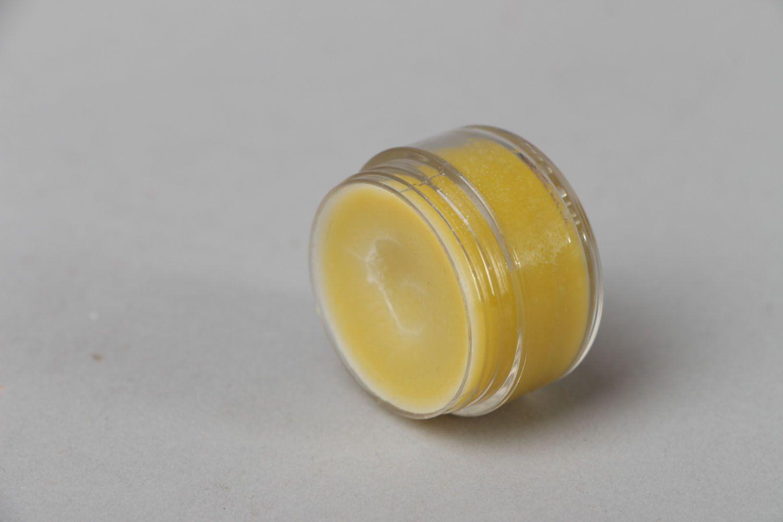 Nourishing lip balm photo 2