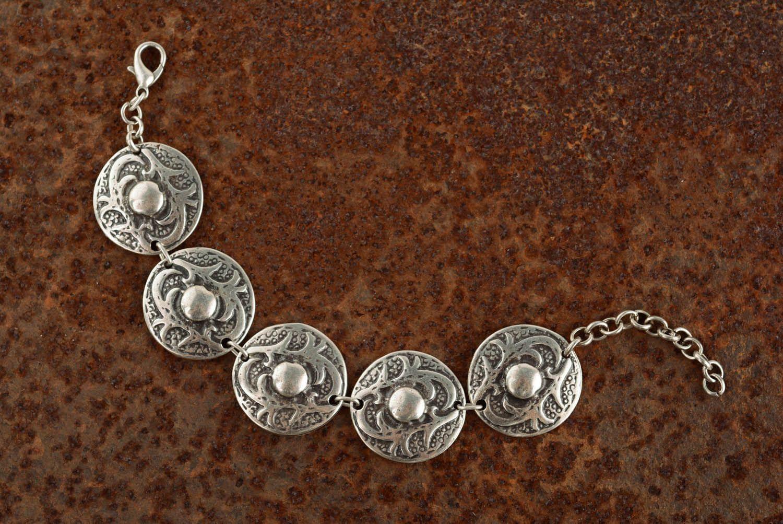 Metal bracelet in ethnic style photo 1
