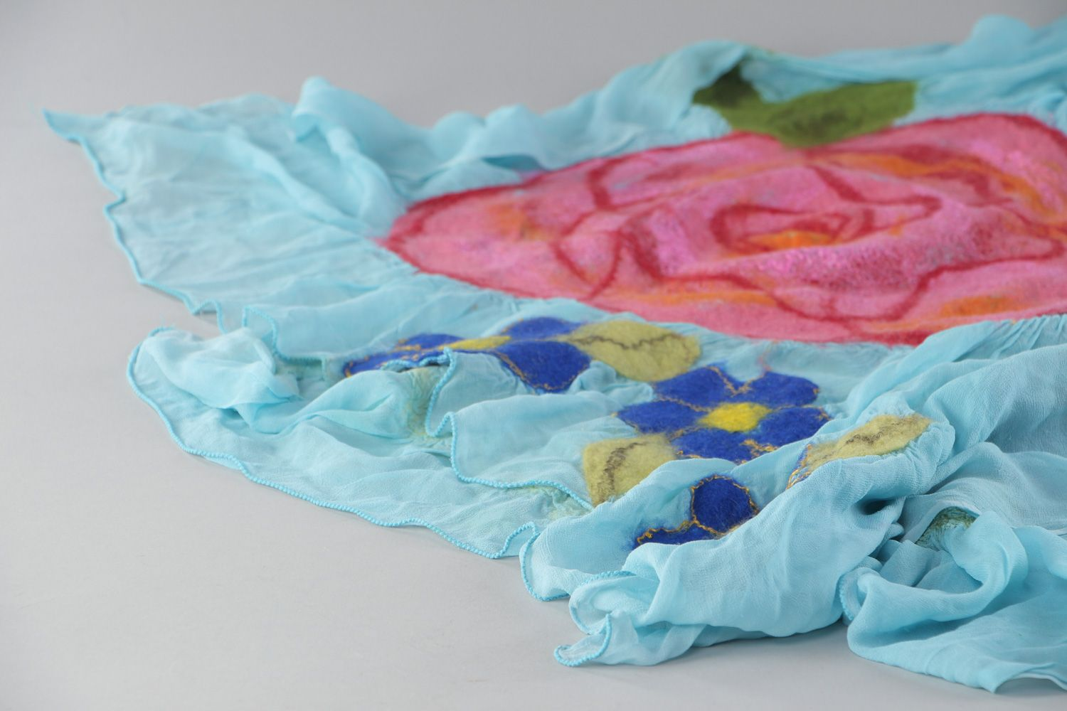 Tender handmade silk and chiffon blue scarf with felted wool pink flowers photo 2