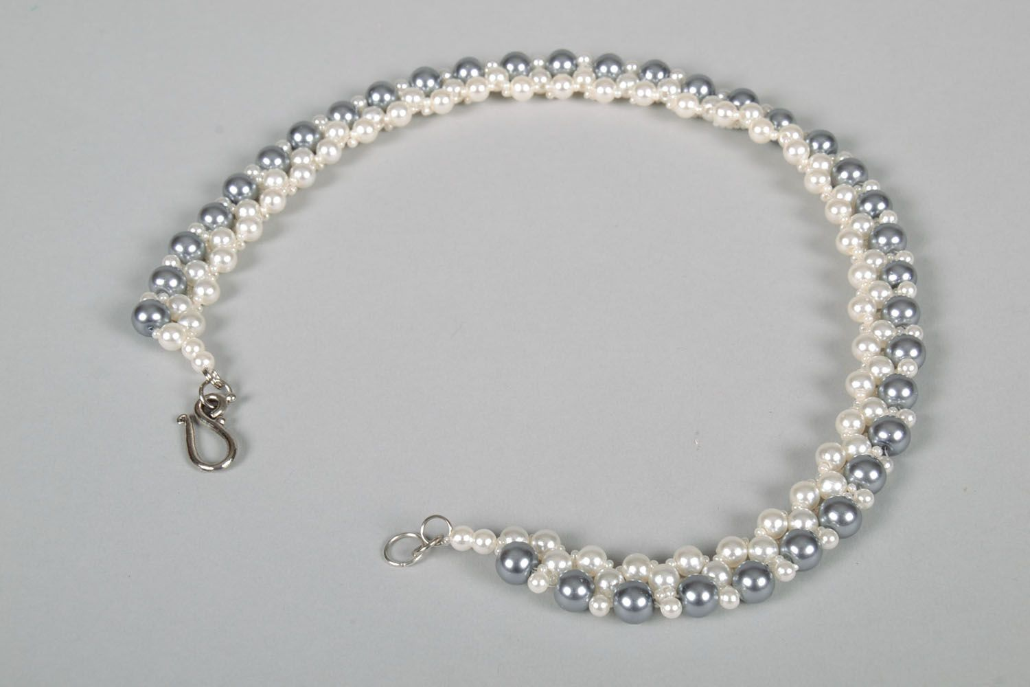 Necklace with artificial pearls photo 5