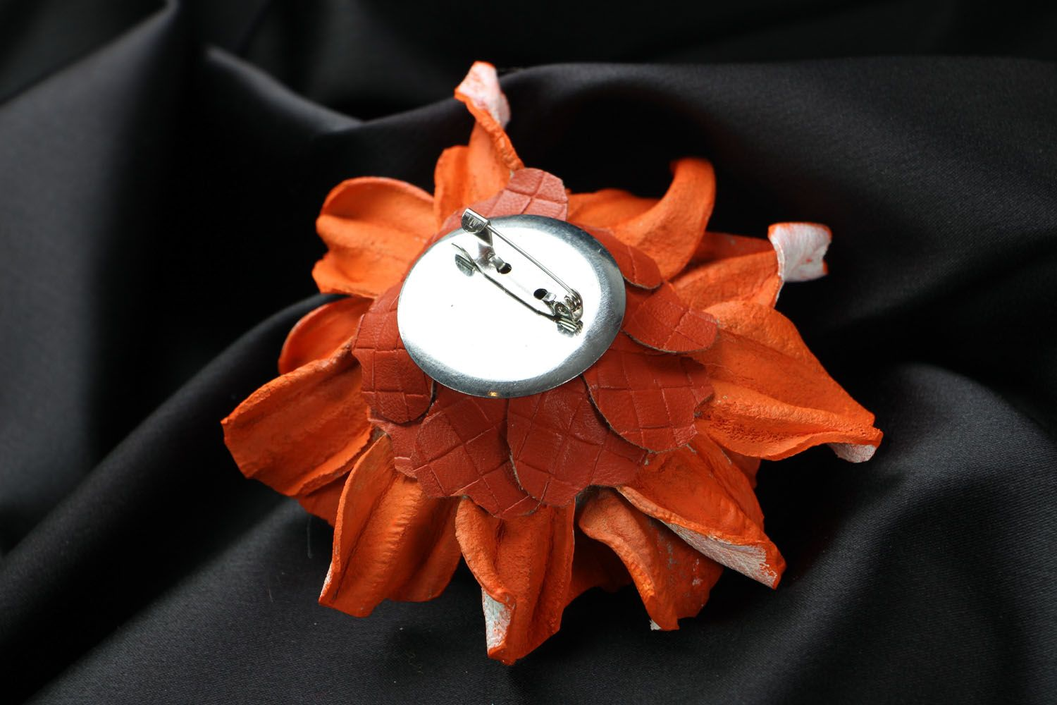 Leather flower brooch photo 3
