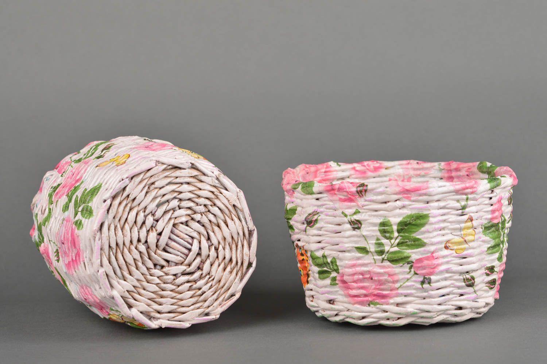 Madeheart canastas de mimbre de papel hechas a mano for Decoracion de casas hechas a mano