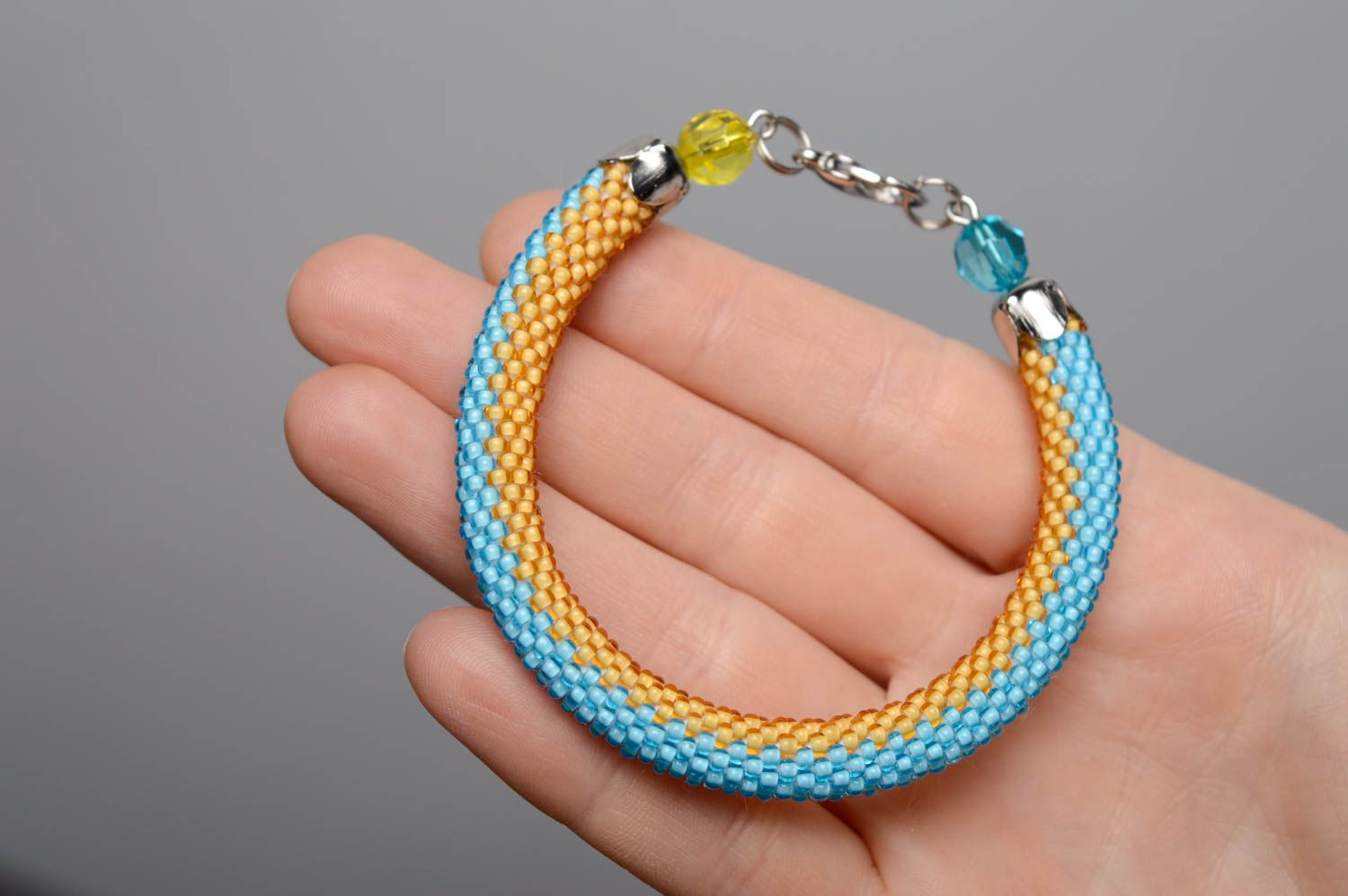 Blue and yellow beaded bracelet photo 4