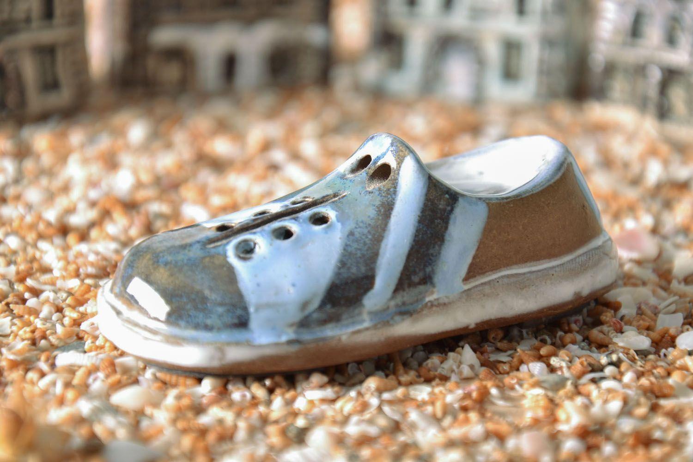Ceramic fridge magnet Shoe photo 1