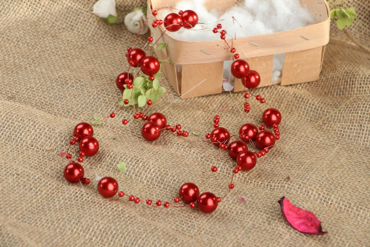 Red bead necklace photo 5