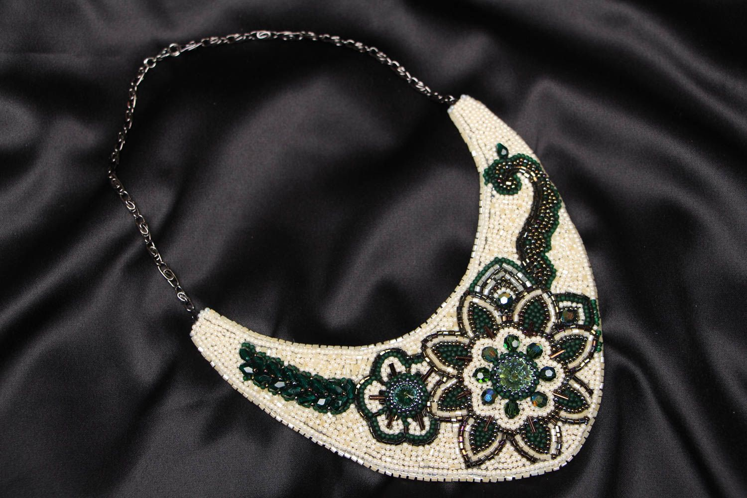 Beaded necklace with embroidered flowers Latika photo 1