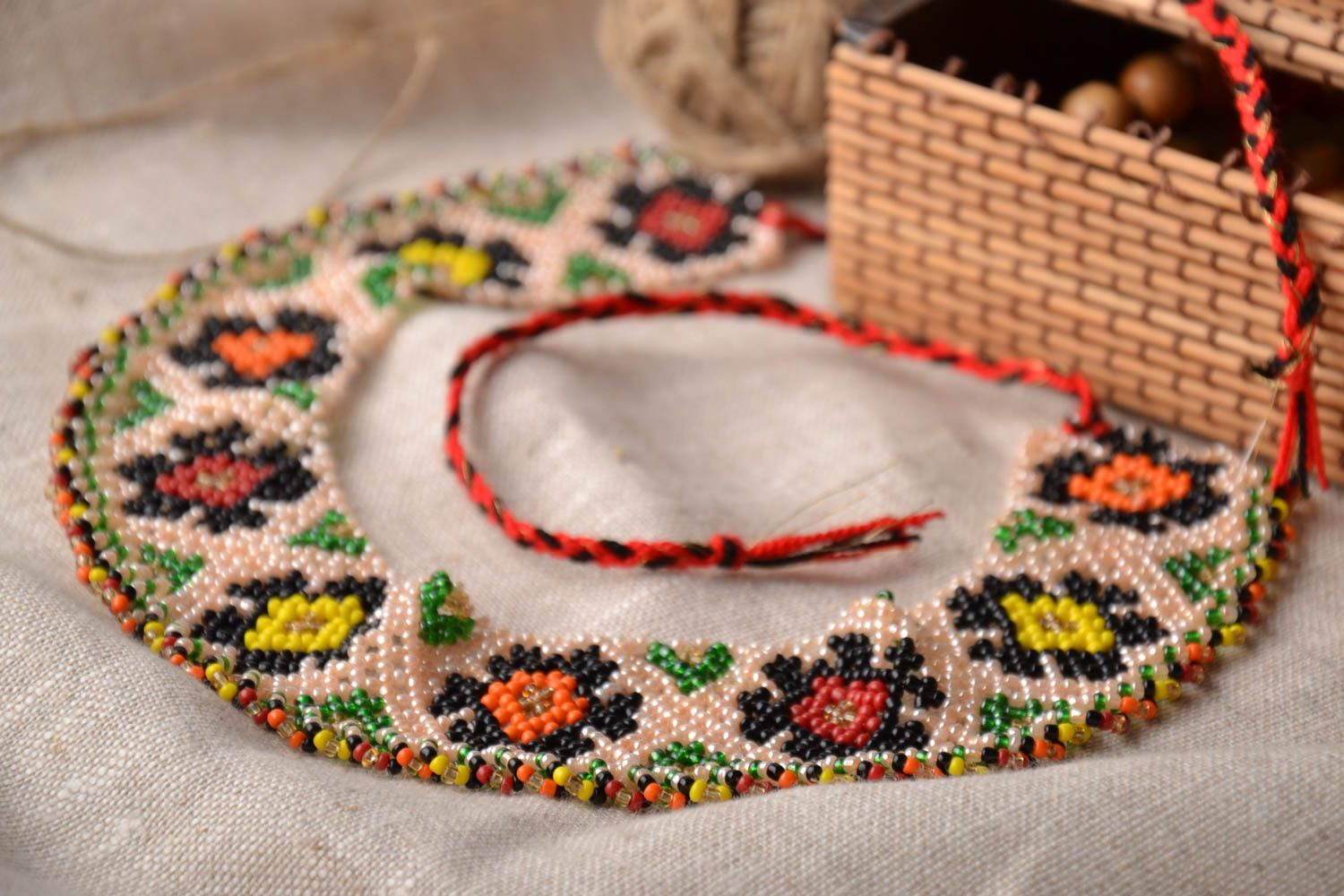Wide beaded necklace in ethnic style photo 1