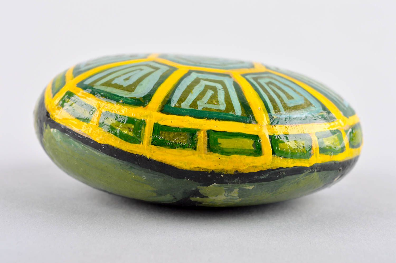desktop decoration Beautiful handmade painted pebbles stone painting ideas interior decorating - MADEheart.com
