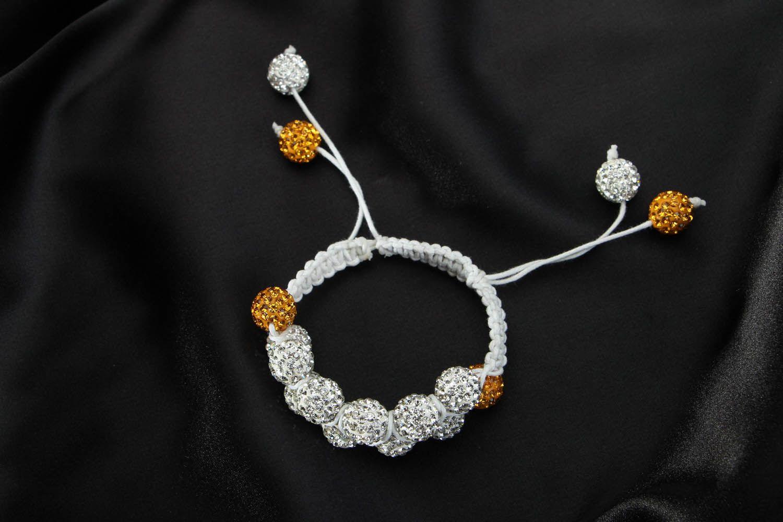 Плетеный браслет с бусинами  фото 1