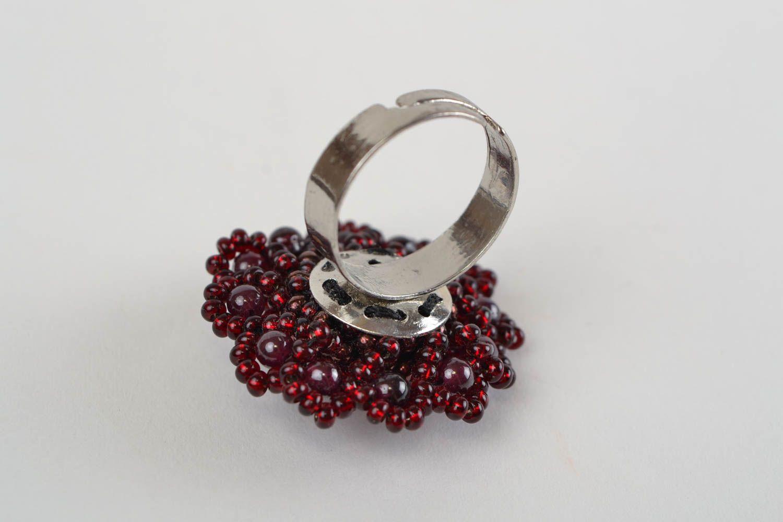 madeheart steinen ring aus glasperlen in form von blume. Black Bedroom Furniture Sets. Home Design Ideas