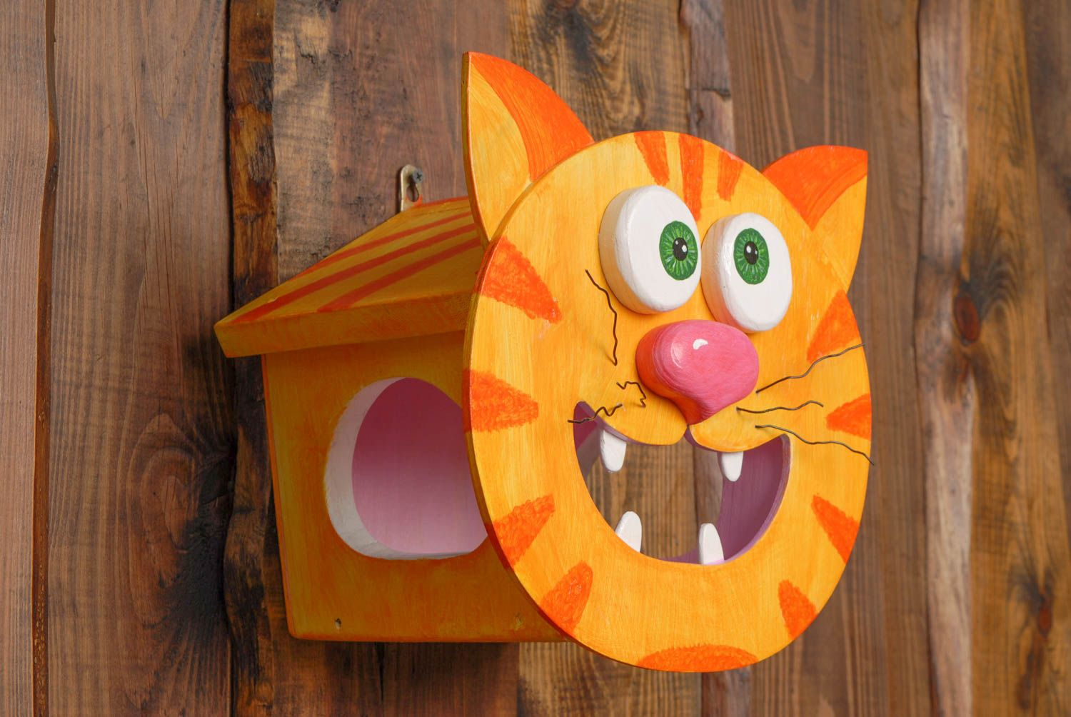 pet houses Wooden bird feeder in the shape of cat - MADEheart.com
