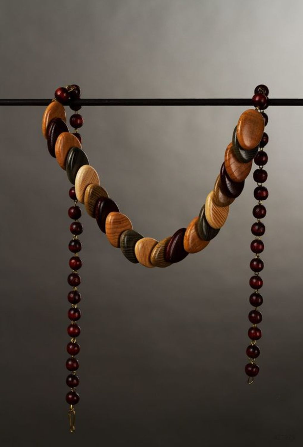 Wooden beaded necklace photo 1