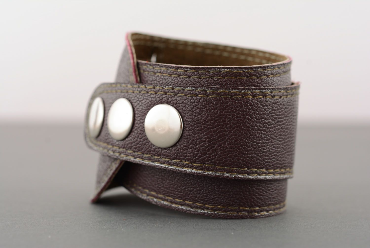 Brown leather bracelet with buttons photo 2