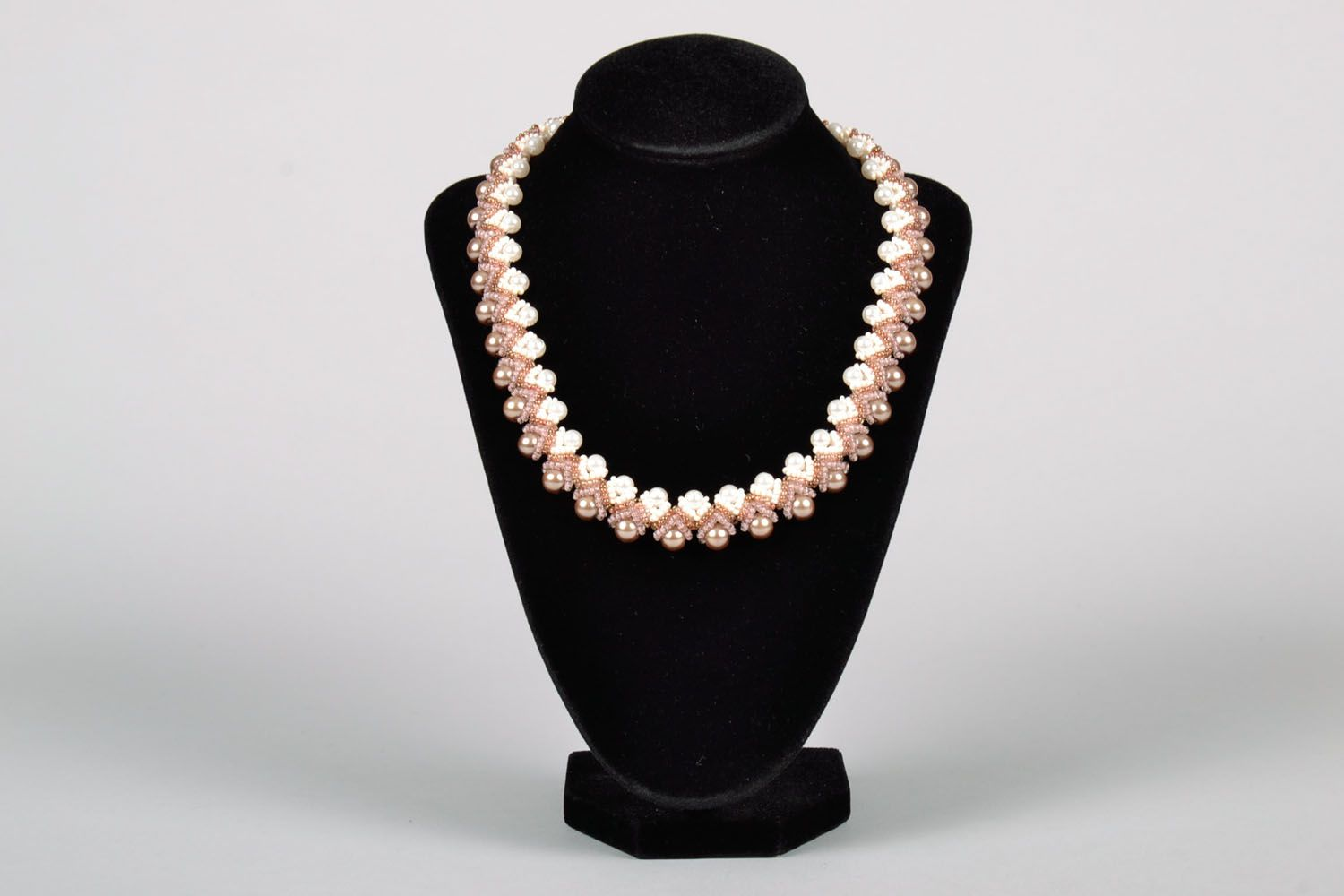 Necklace made of artificial pearl photo 2