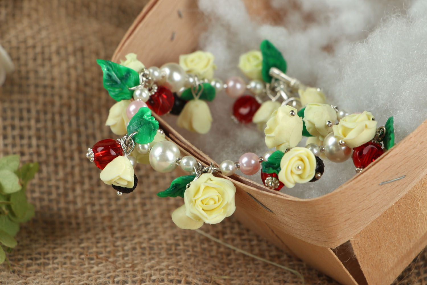 Bracelet with charms in the shape of roses photo 5