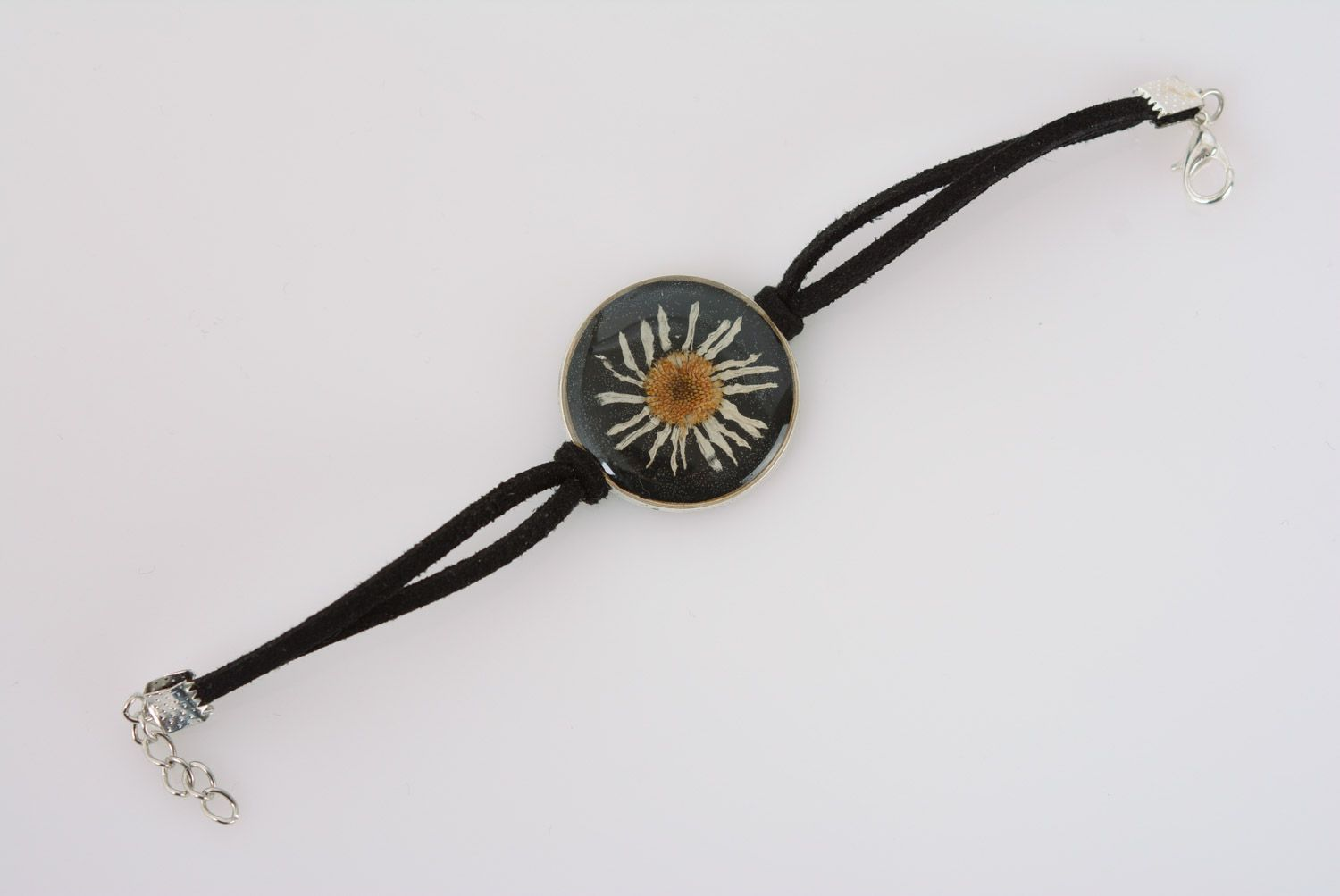 Handmade women's wrist bracelet with chamomile in epoxy resin and leather cord photo 2