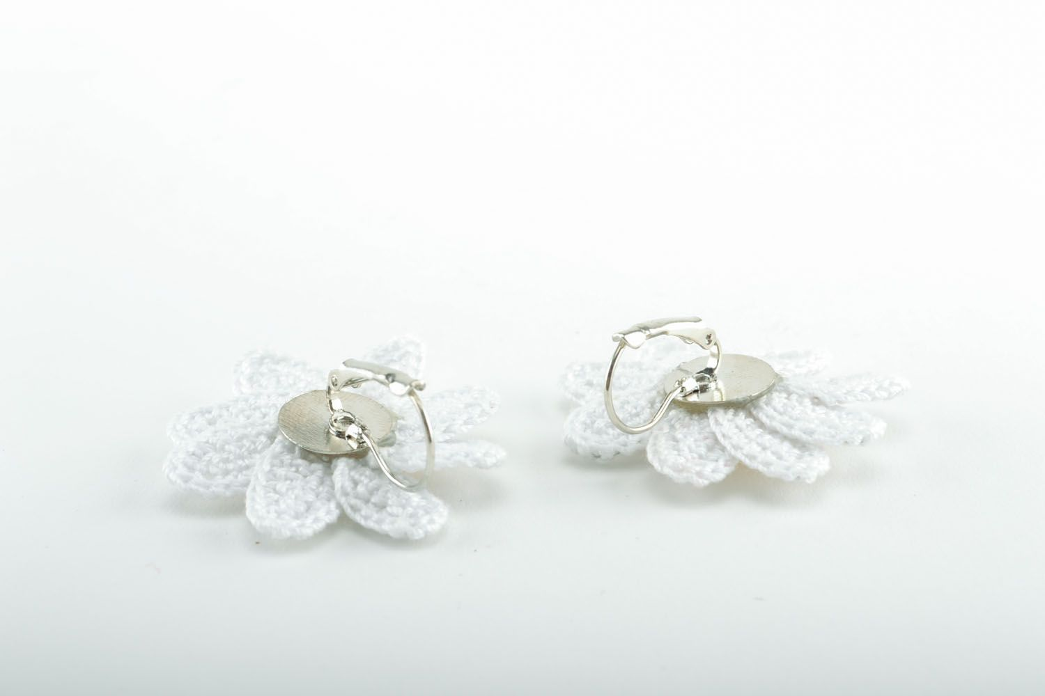 Earrings in the shape of camomiles photo 4