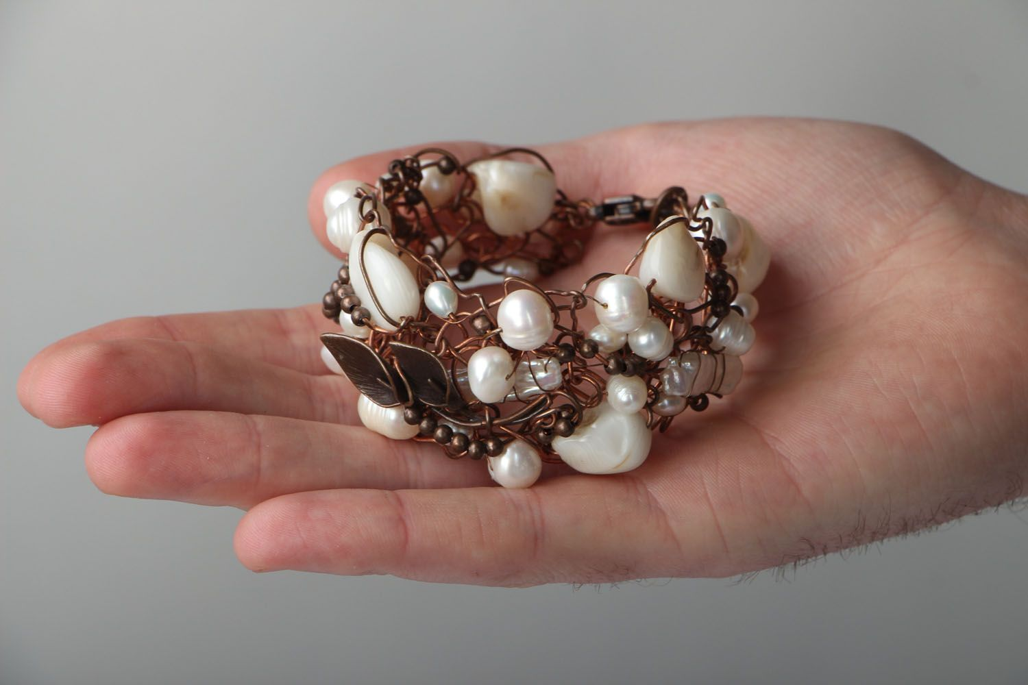 Copper bracelet with pearl and nacre photo 4