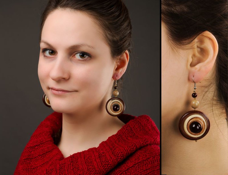 Schöne Ohrringe aus Holz foto 2