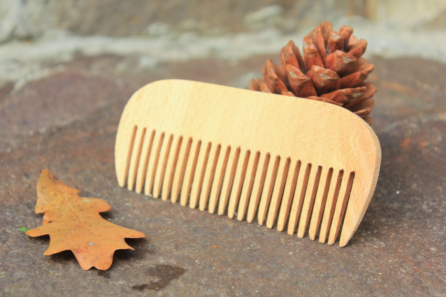 Wooden hair comb photo 1