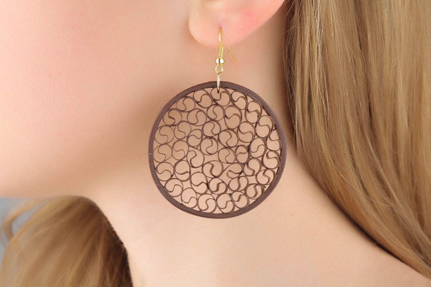 Round paper earrings of brown color photo 1