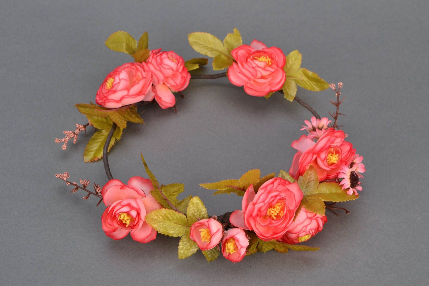 Beautiful flower head wreath photo 1