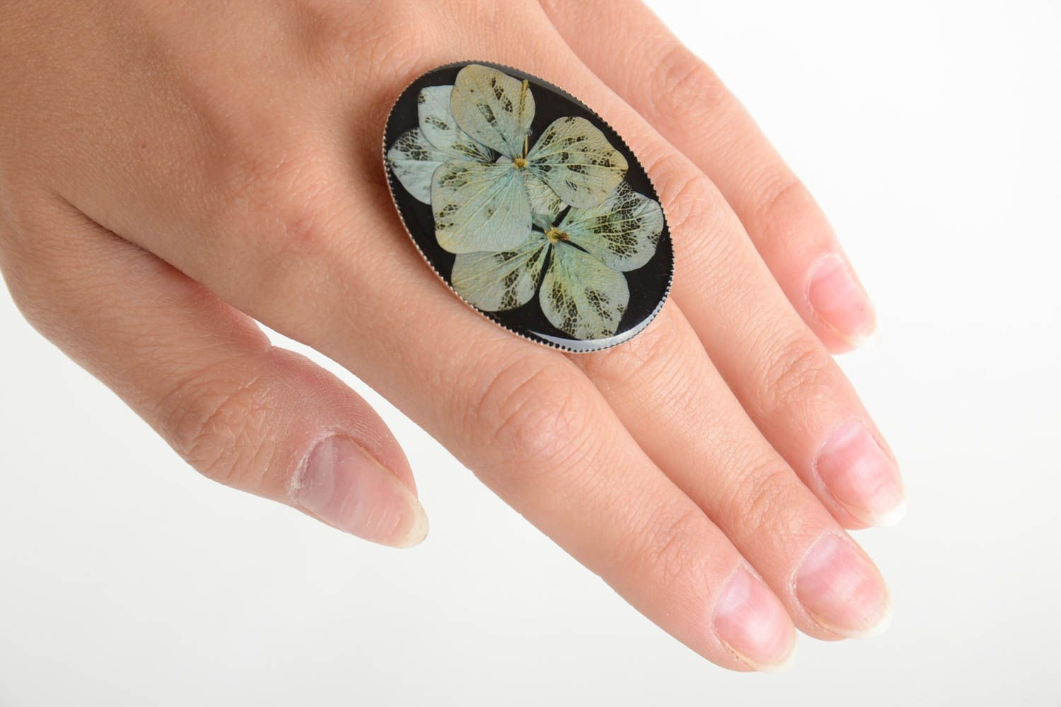 Beautiful handmade designer ring with dried flowers coated with epoxy photo 2