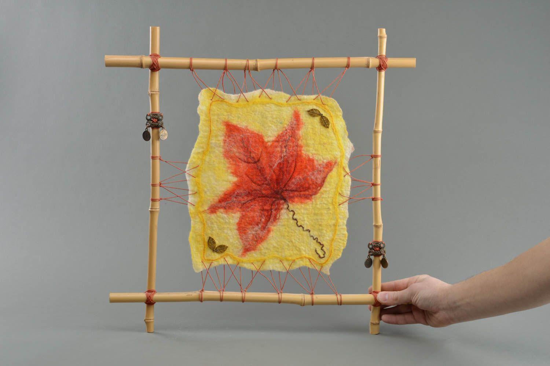 MADEHEART > Cuadro artesanal textil amarillo en marco de bambú ...