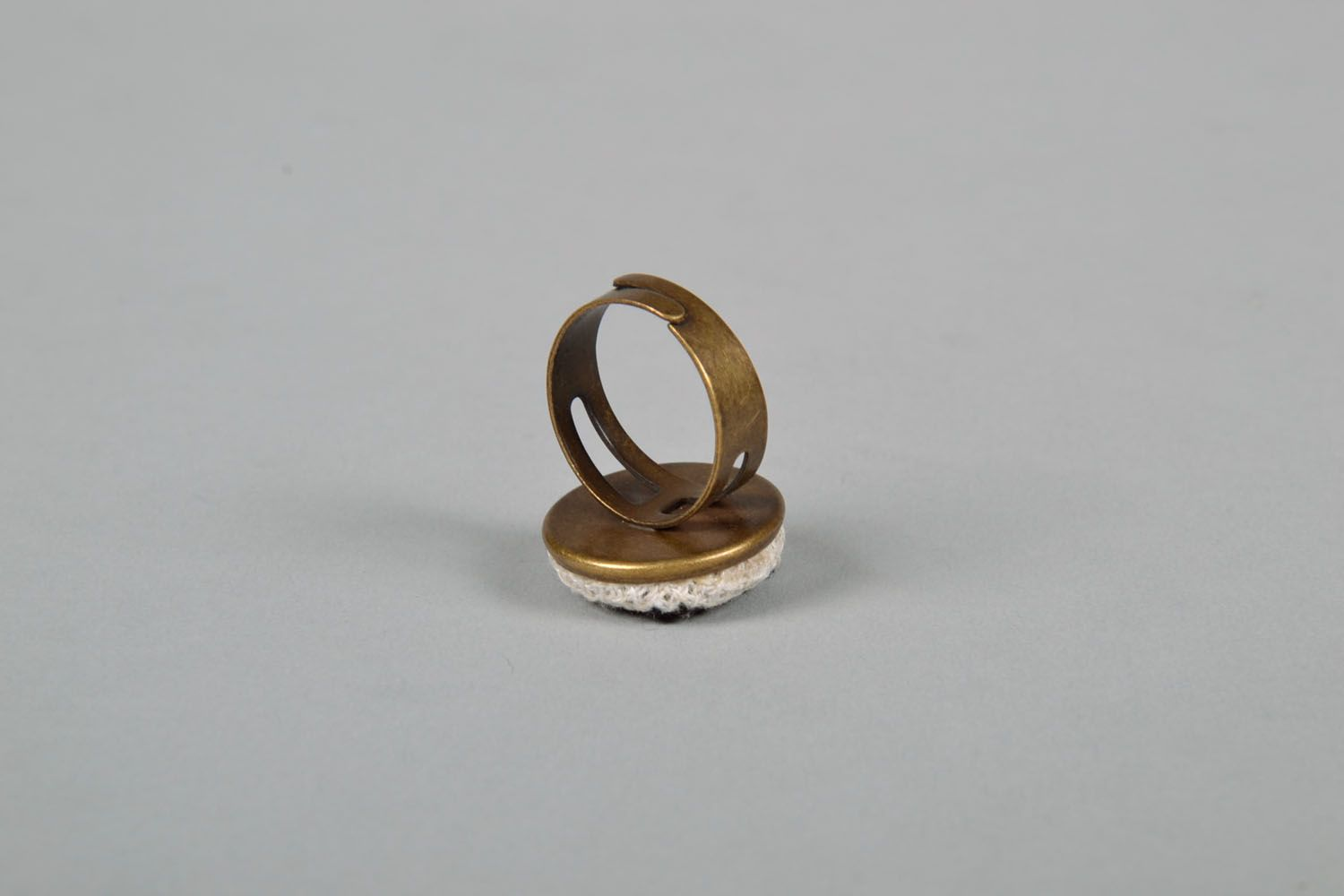 Round seal ring with embroidery photo 4