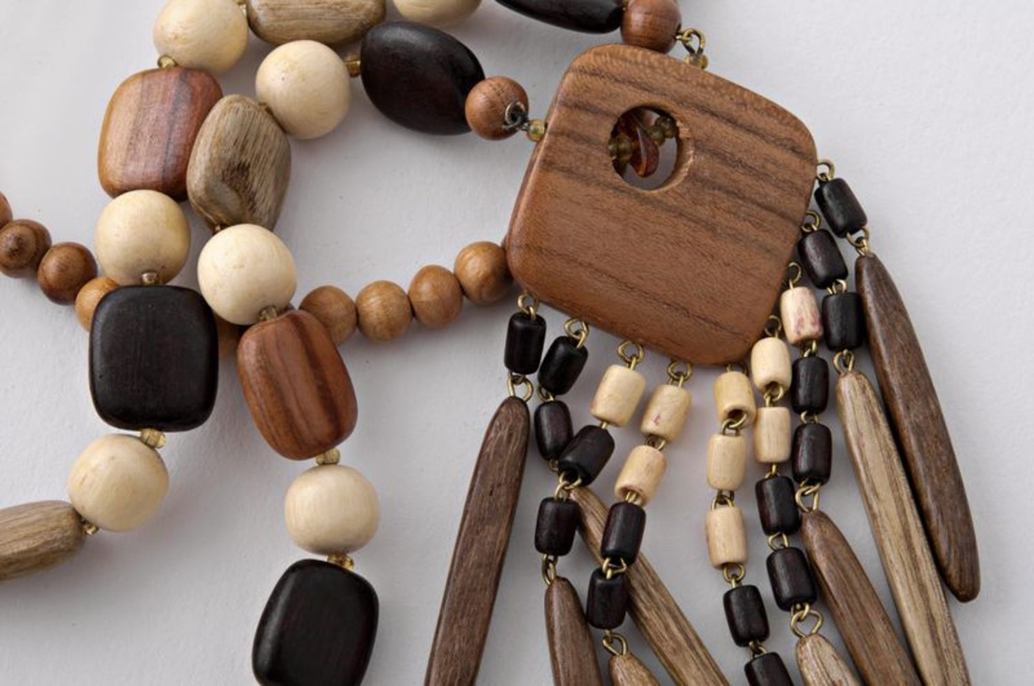 Long wooden beaded necklace photo 4