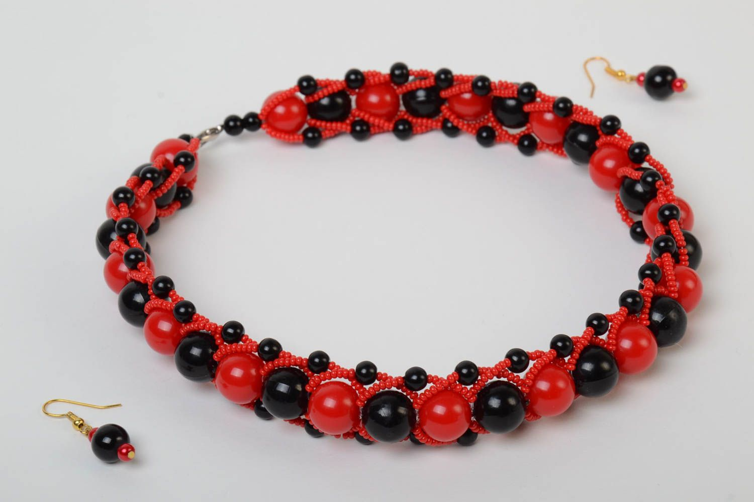 Red and black handmade designer beaded jewelry set 2 pieces unusual earrings and necklace photo 2