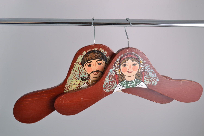 Cintres en bois décoratifs faits main design original peinture 2 pièces photo 1