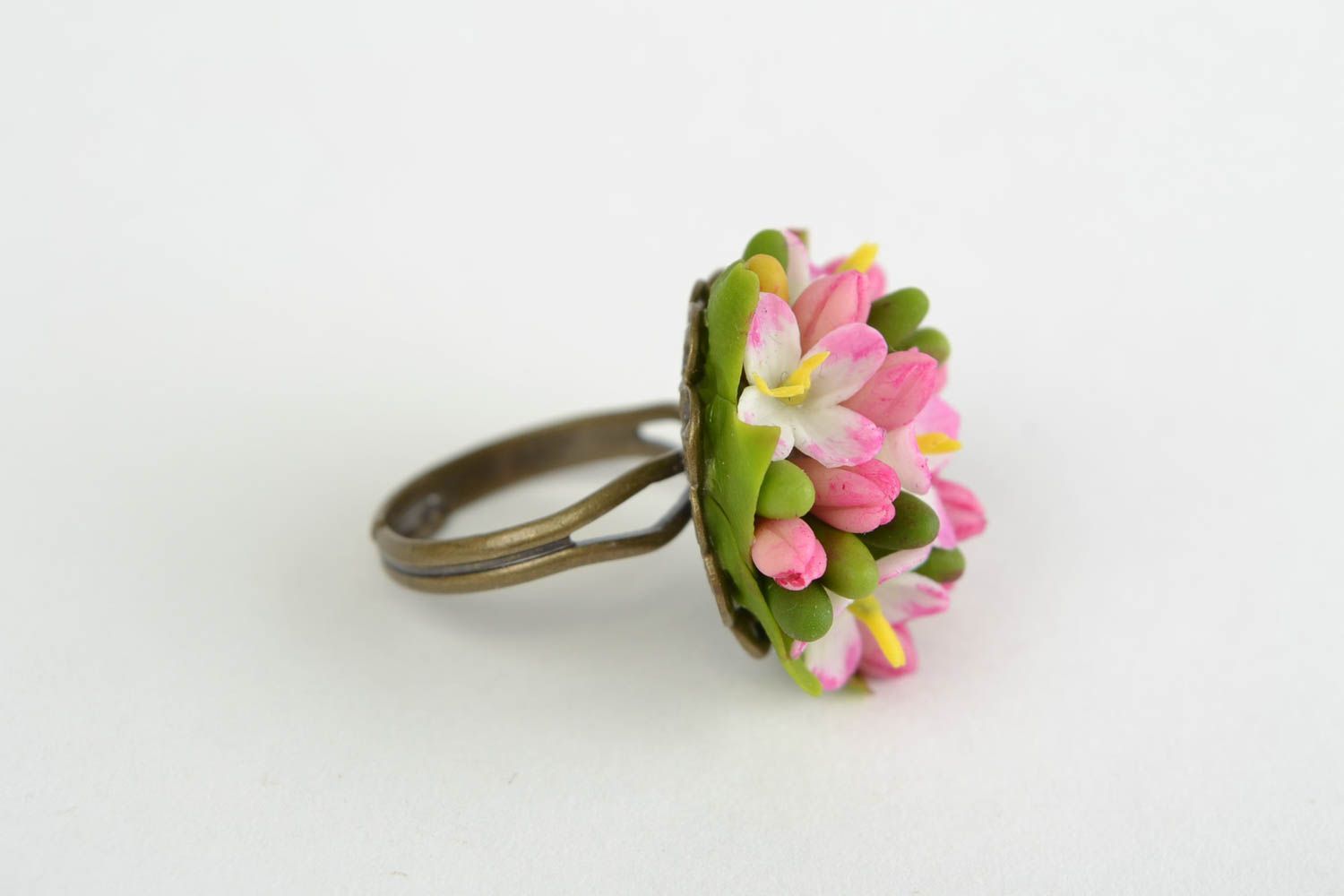 MADEHEART > Beautiful ring made of cold porcelain with flowers ...