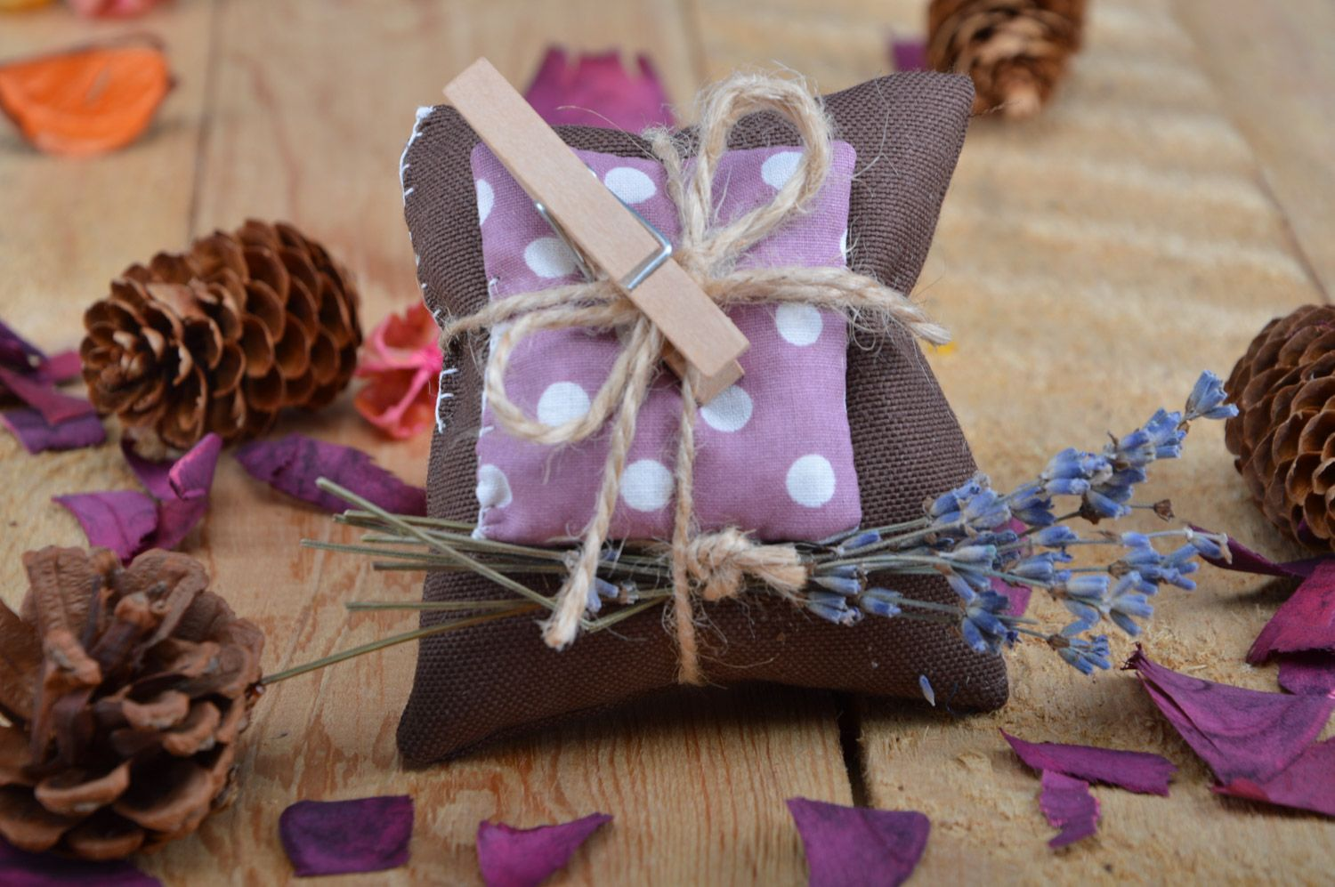 Beautiful handmade sachet pillow sewn of fabric with lavender and mint photo 5