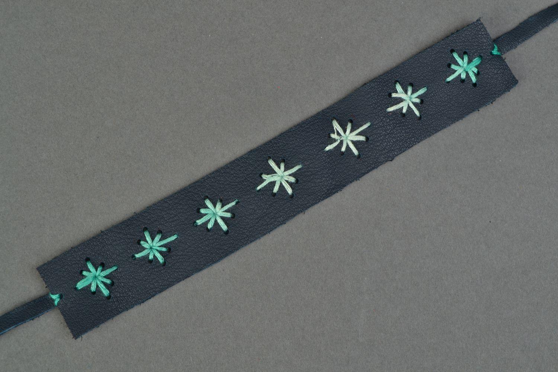 Blue leather bracelet with pattern photo 3