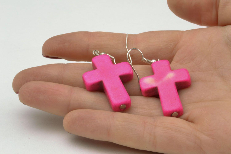 Pink plastic cross-shaped earrings photo 2