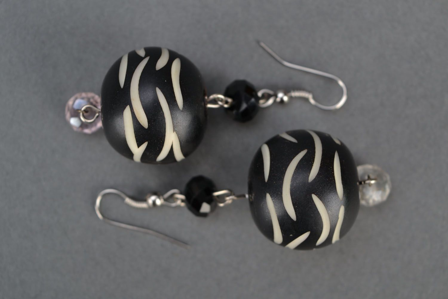 Earrings with black beads photo 2