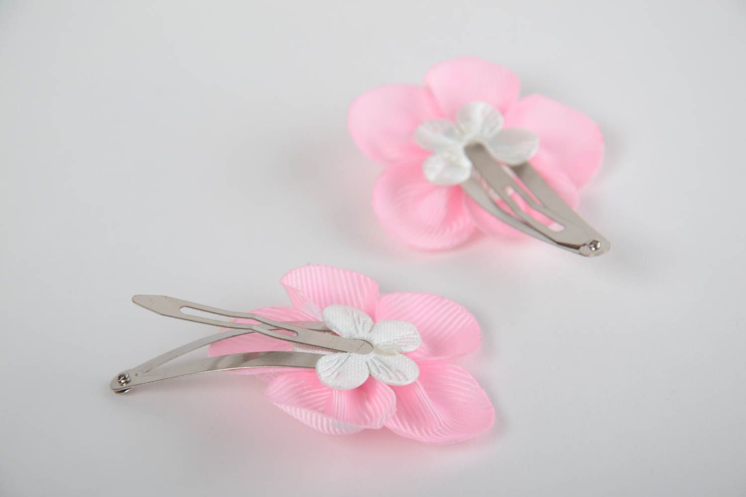 Set of 2 handmade decorative hair clips with pink rep ribbon flowers photo 3