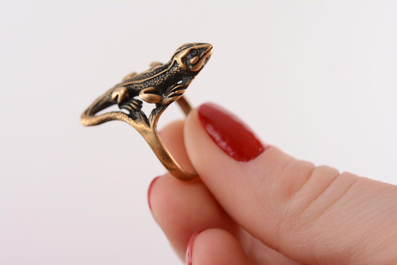 Bronze ring Salamander photo 4