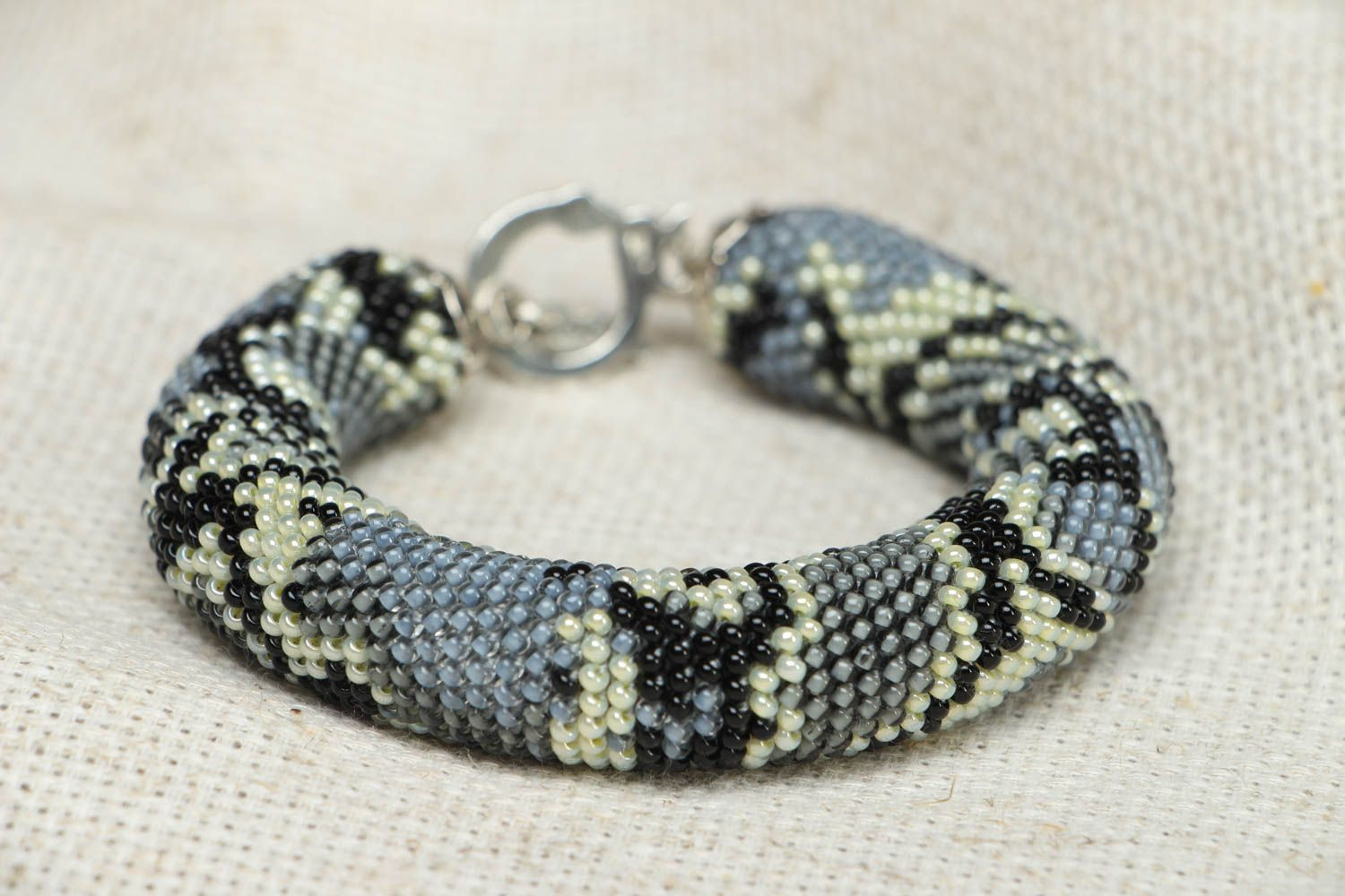 Beaded wrist bracelet Python  photo 1