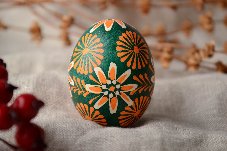 Handmade Lemkiv pysanka created of chicken egg photo 2