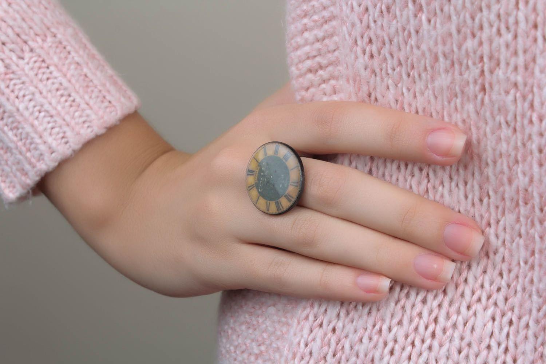 Massiver Ring aus Epoxidharz Zeit foto 1