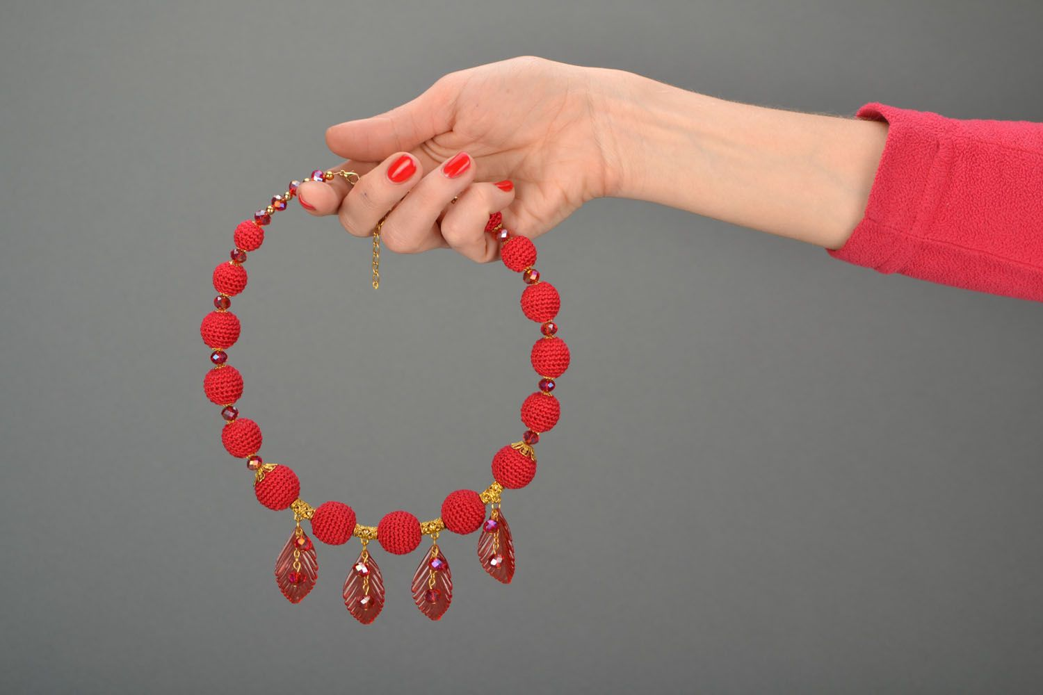 Red beaded necklace photo 2