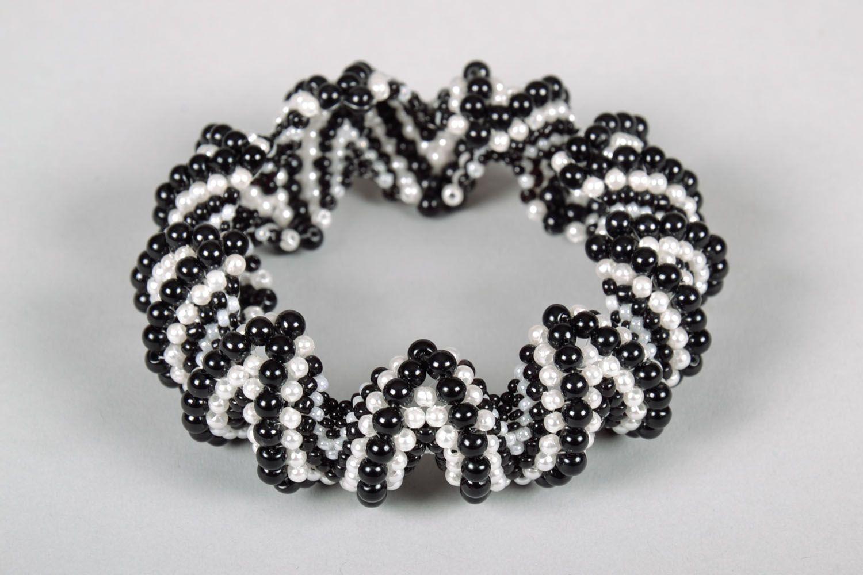 Бисерный черно-белый браслет фото 3