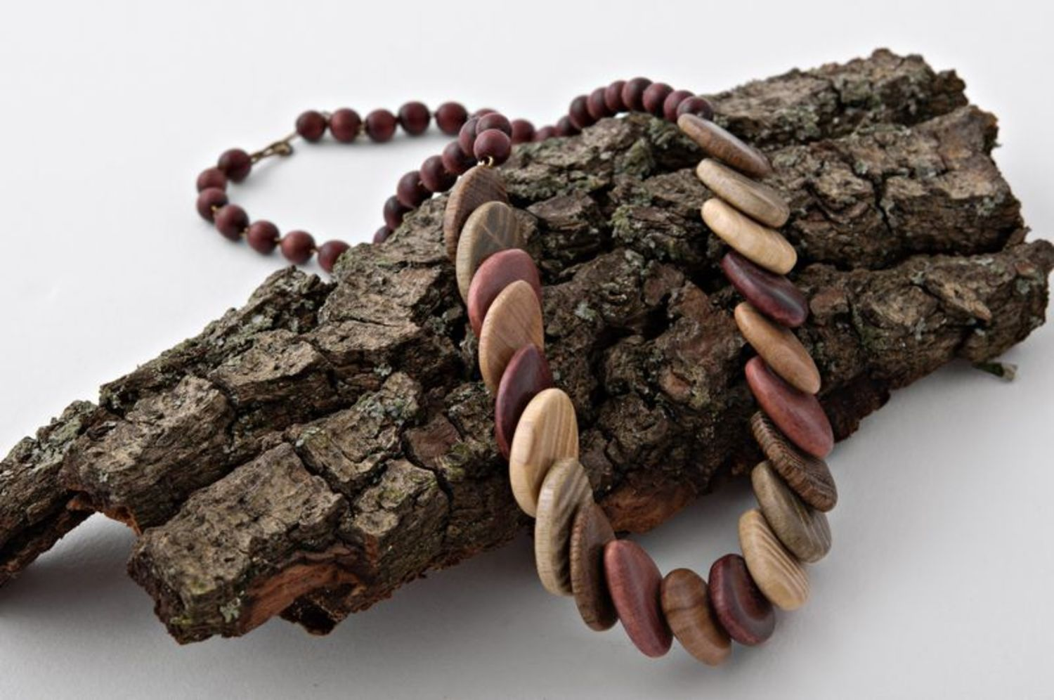 Wooden necklace photo 3