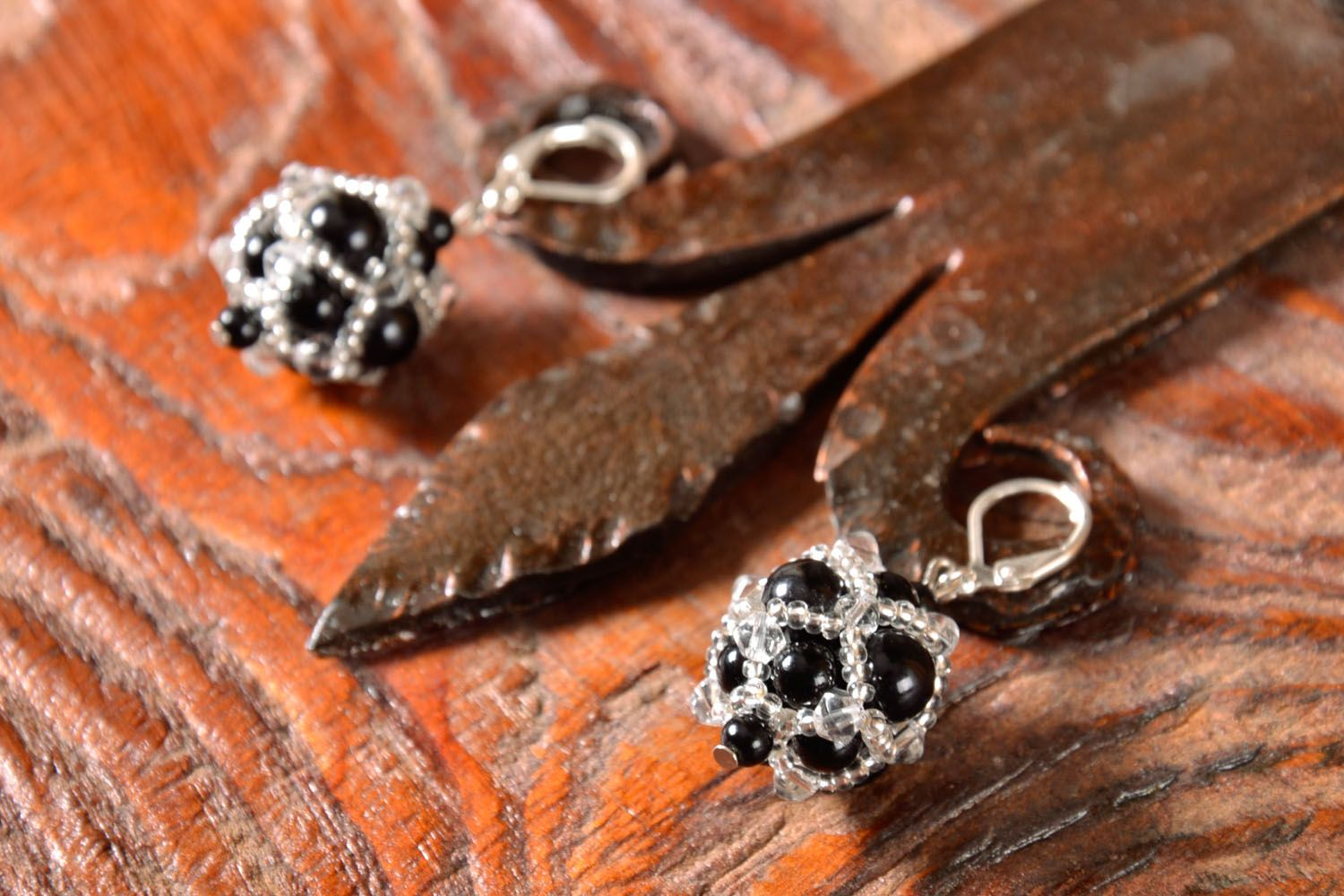 Evening earrings with black beads photo 1