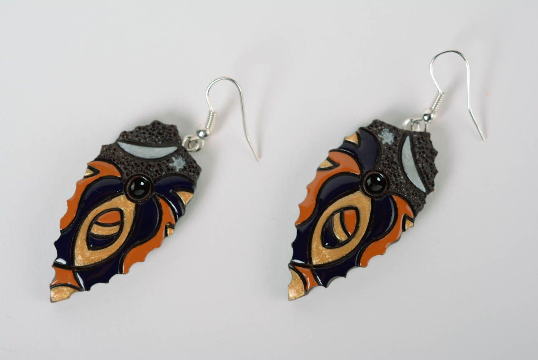 Глиняные серьги расписанные эмалью ручной работы яркие женские в виде листиков фото 1
