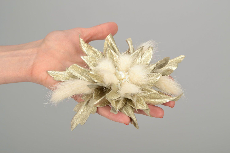 Заколка в виде цветка