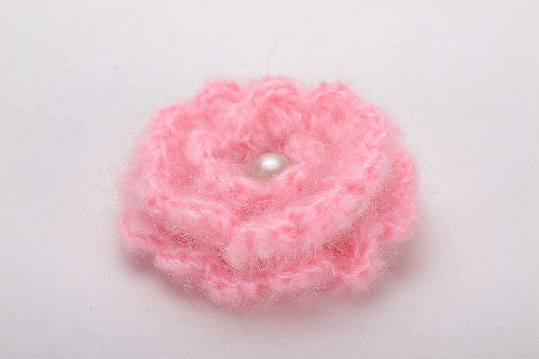 Crochet brooch in the shape of pink flower photo 2