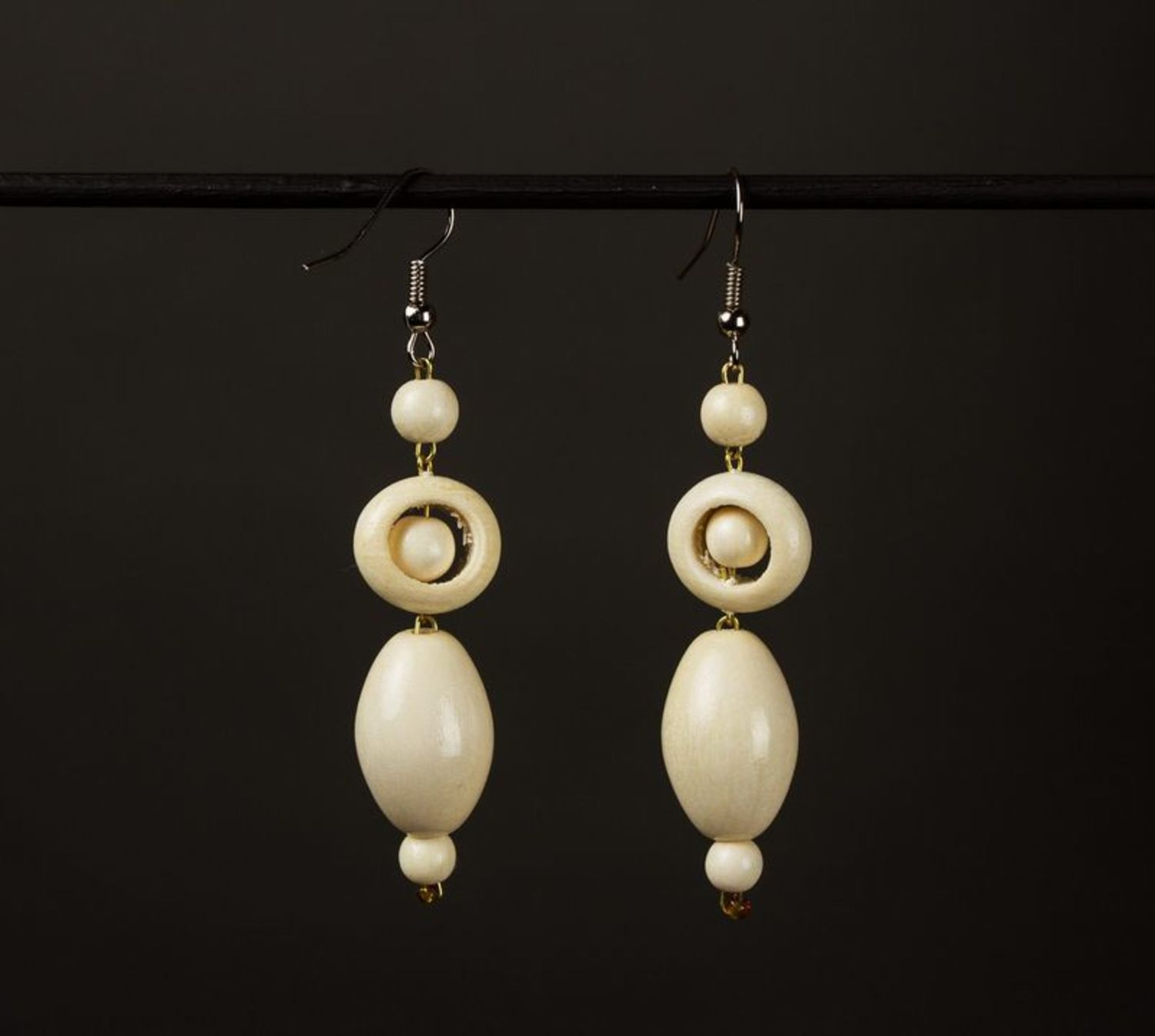 Long wooden earrings photo 1